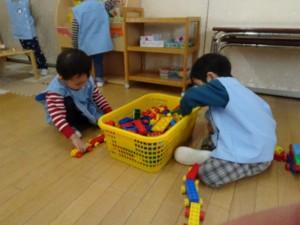 画像:年長組さんが一緒に遊んでくれました