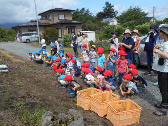画像:畑に到着!さあ、収穫だ!!