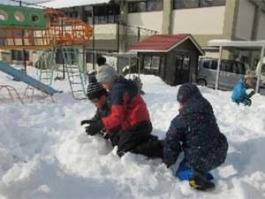 画像:雪遊び